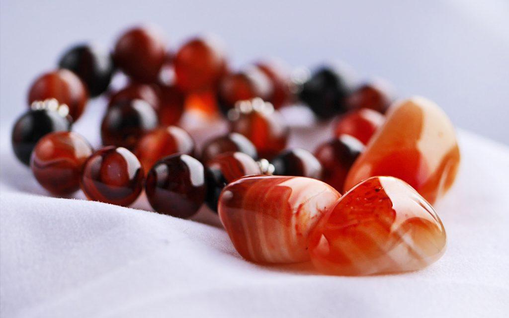 Karnealsten - mineralsmycken