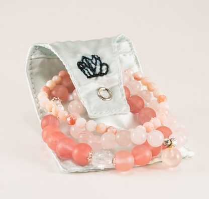 Armband mix - 3 stycken stretcharmband med rosenkvarts, vit och rosa kvarts. Mineralsmycken. Mineral smycken.