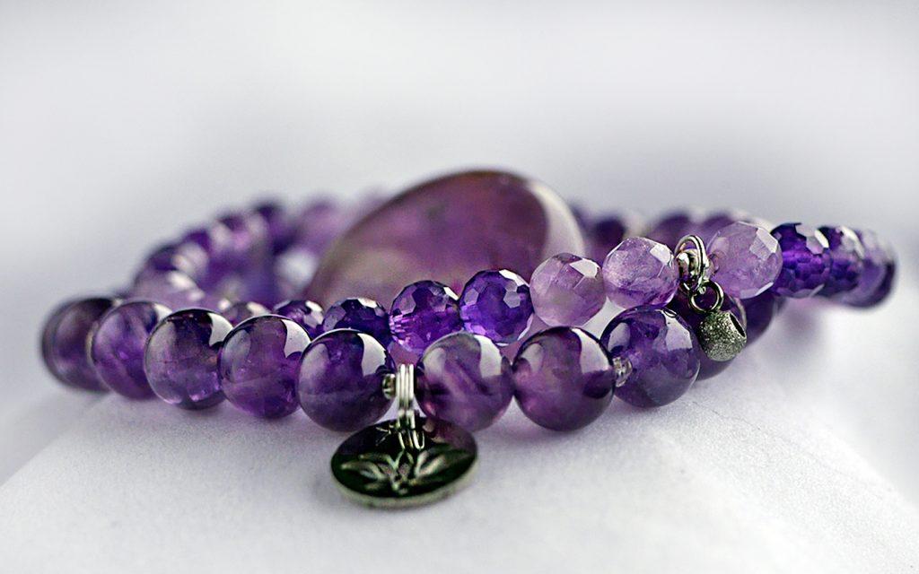Ametist armband. Mineralsmycken. Ametist smycken.
