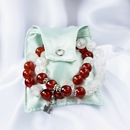 Armbandsset Passion - två stretcharmband (Karneal & krackelerad bergskristall). Mineralsmycken.