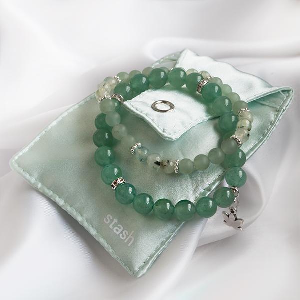 Armbandsset - Hope, grön aventurin & prehnit. Mineralsmycken. Smyckespåse.
