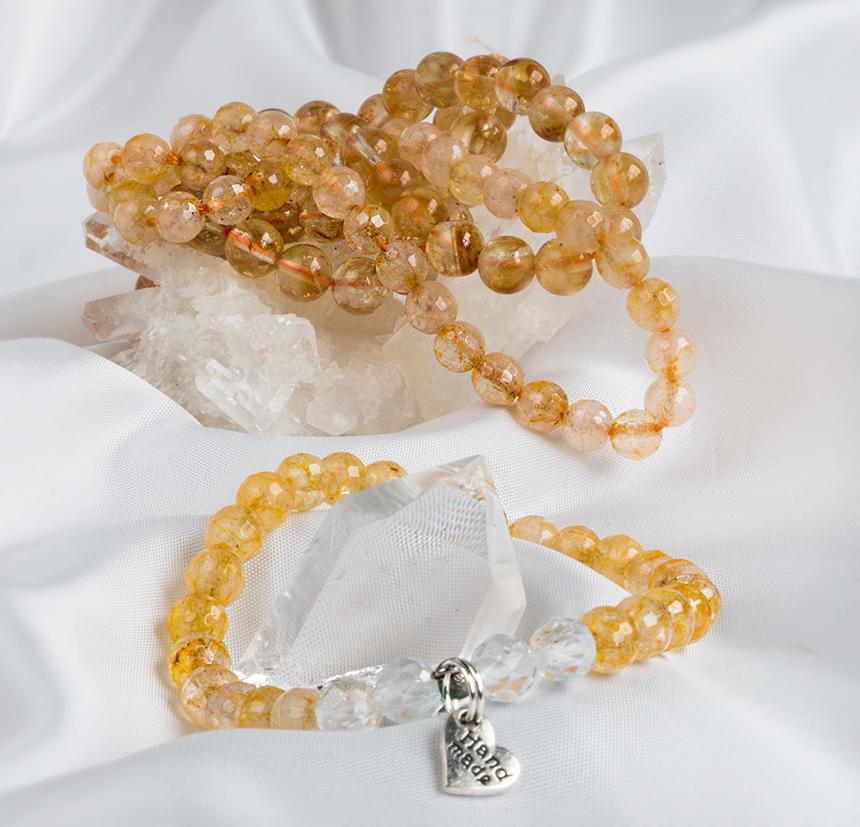 Citrin är en kristall för glädje och energi.