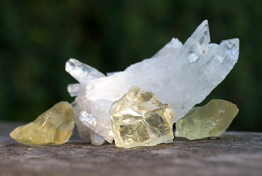 Citrin natursten oslipade. Bergkristall.